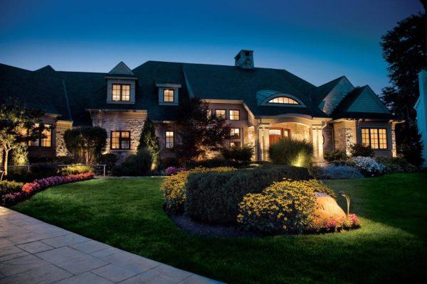 outdoor-lighting-curb-appeal-safety-kichler-standard_3x2_947e364e33892c0e07dcd3b189c51260_1280x854_q85