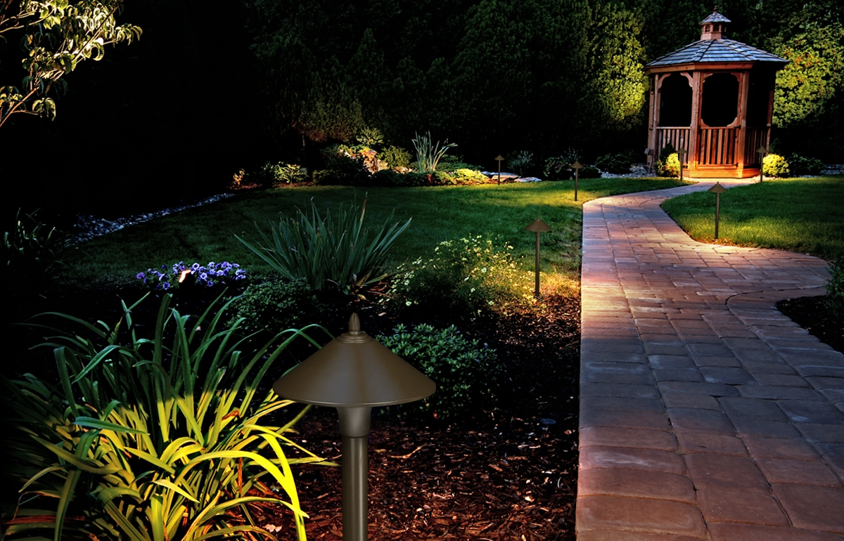 Fx luminaire led path garden outdoor landscape lighting for Outside lawn lights