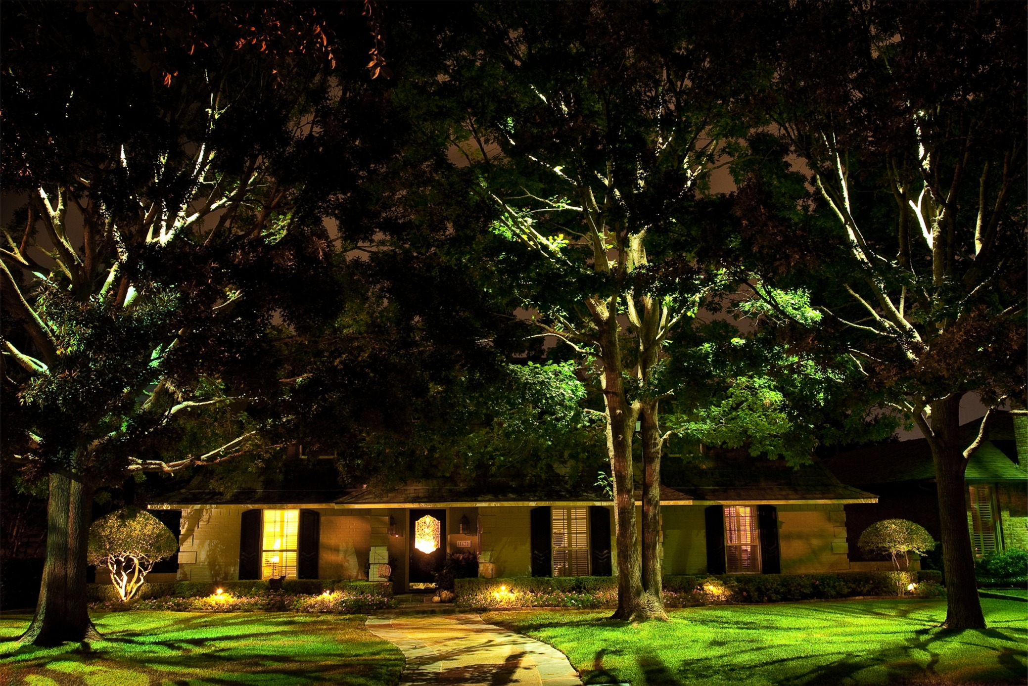 How to Use Landscape Lighting In Your Landscape Like a Pro…