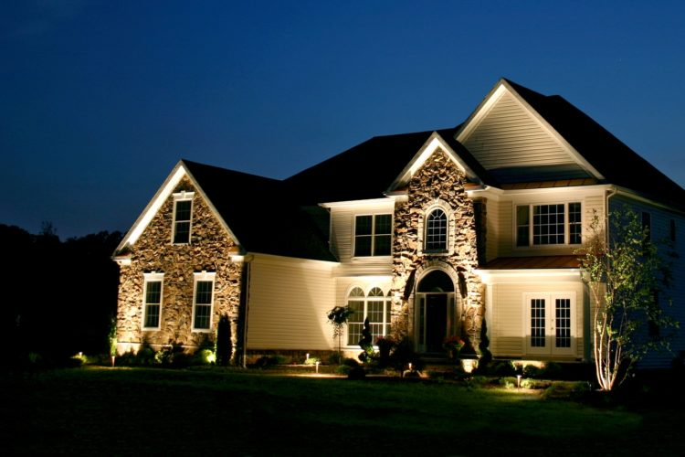 Step by Step – How to Install Low Voltage Landscape Lighting